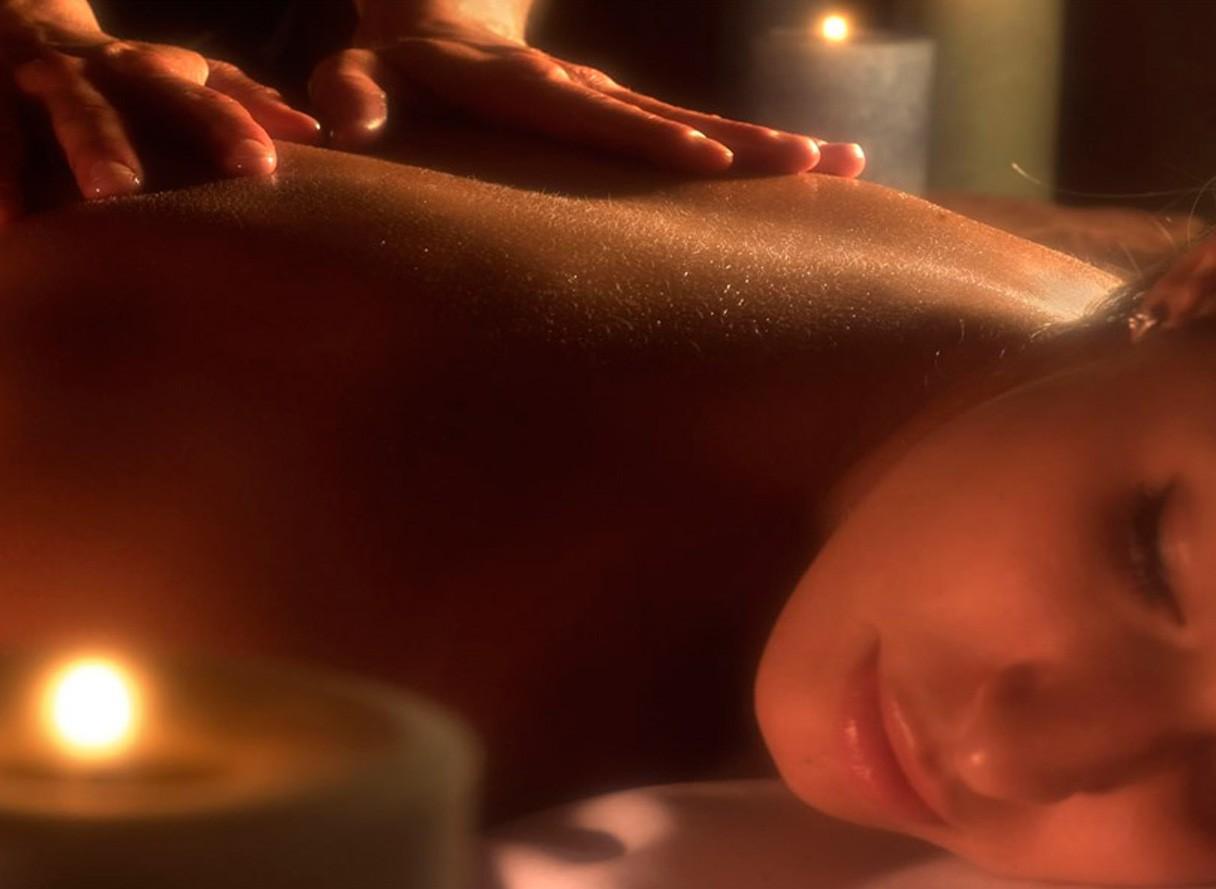 Massaggio erotico tantra: cos'è e come si pratica