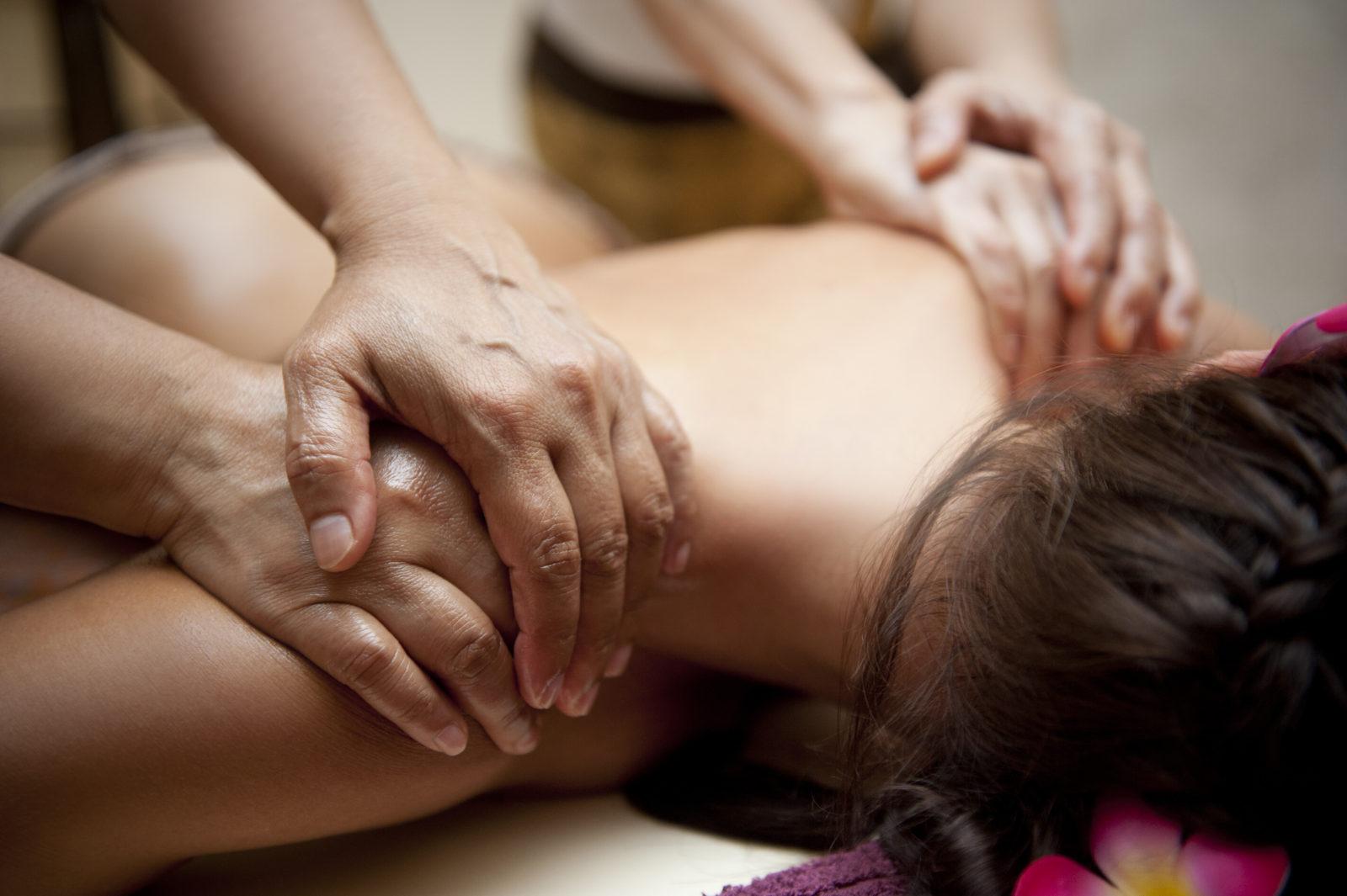 Massaggio a quattro mani: emozione indimenticabile