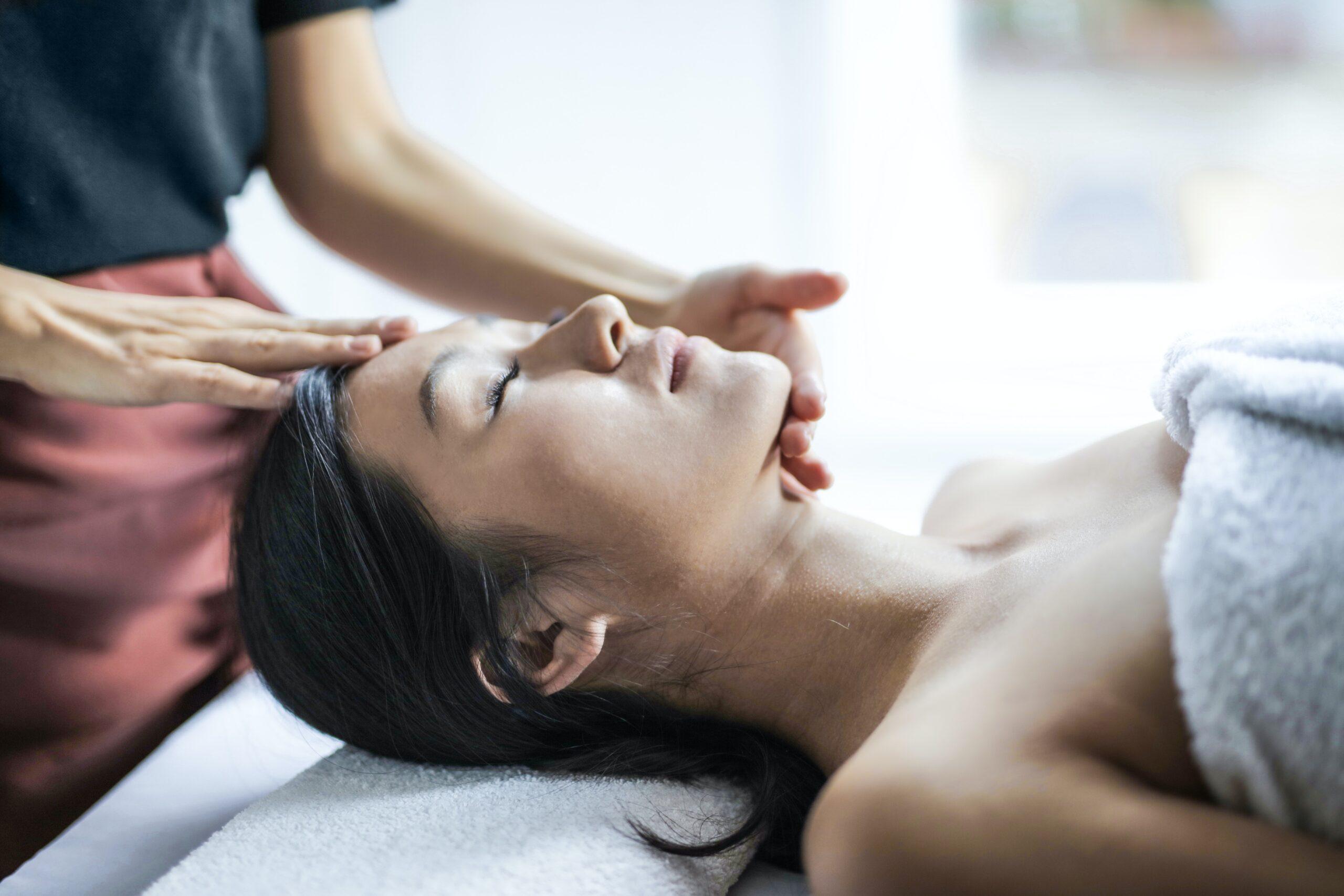 Massaggio tantrico per donne: il piacere femminile